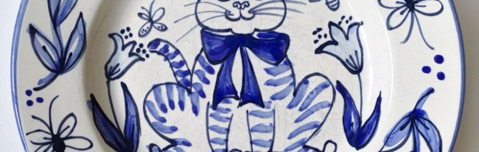 Delft style blue and white ceramic cat plate